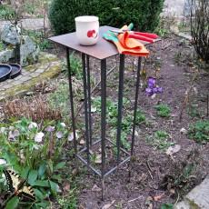 """Eisenstecktisch """"Toscana"""" - bequeme Ablage für Utensilien bei der Gartenarbeit ..."""